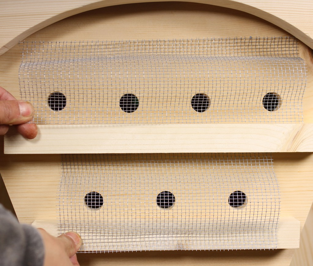 Robber screens for bee hive entrance