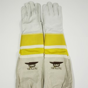 Ventilated bee gloves keep your hands cool while beekeeping